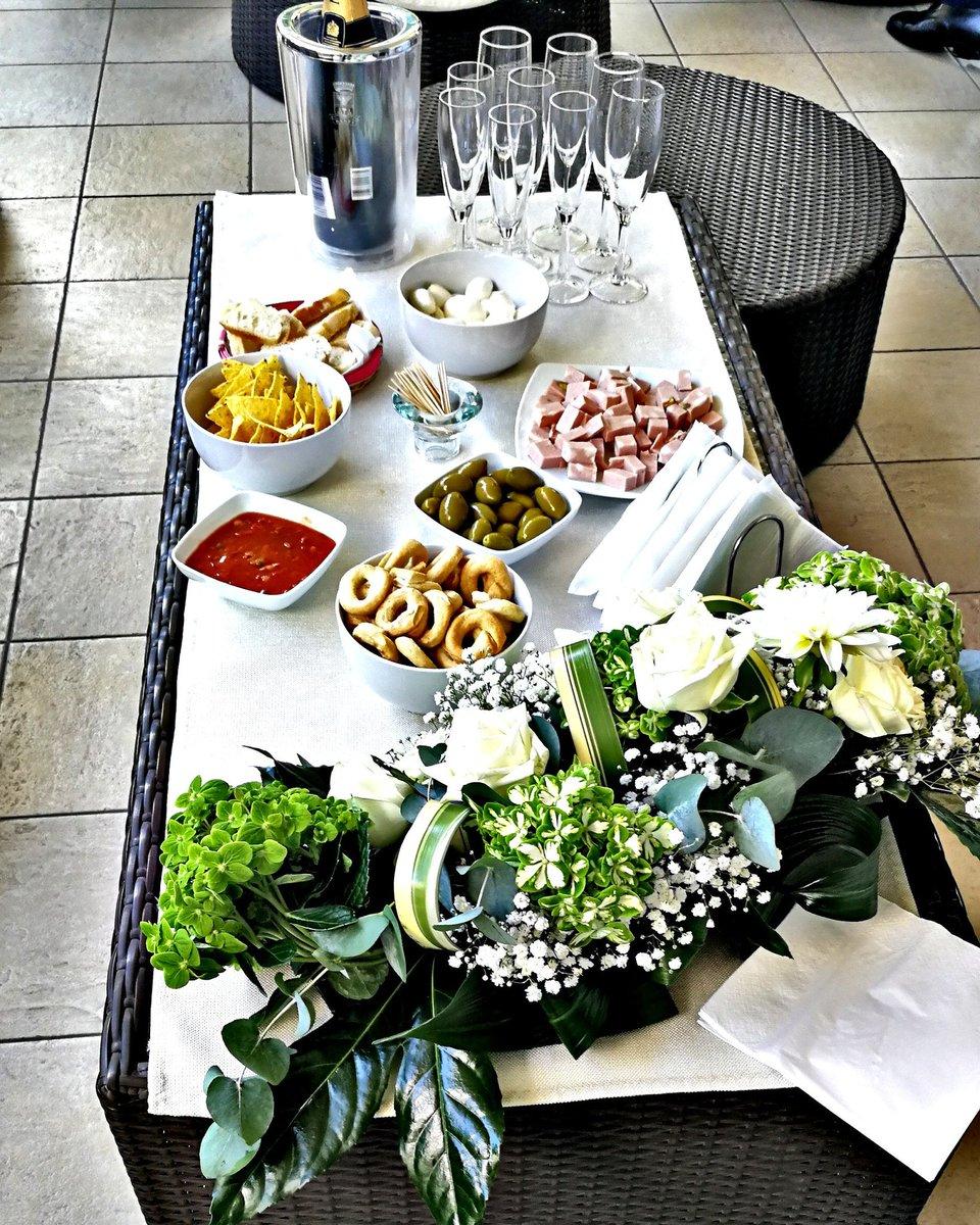 Piccolo aperitivo e servizio fotografico prima del matrimonio per il nostro ospite! #lighguesthouse #reggiocalabria #vacanze #aperitivo #terrazza #bedandbreakfast  - Ukustom