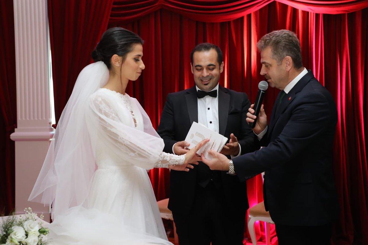 Özkan ve Akalın ailelerinin mutluluklarına şahit olduk. İncigül ve Ali çiftimizi tebrik ediyorum. Allah mesut etsin.