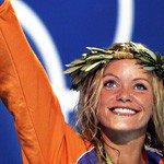 @dagvantoen - Vandaag in 2000 - Met haar derde plak bij het zwemmen op de Olympische Spelen in Sydney is Inge de Bruijn (Barendrecht) de meest succesvolle NLse sporter. Ze wint de 50m vrij, 100m vrij en 100m vlinder. Haar reactie op haar prestaties: 'toppiejoppie!'.  https://t.co/RLWCiwQkZu https://t.co/Ekf0IXLqAr