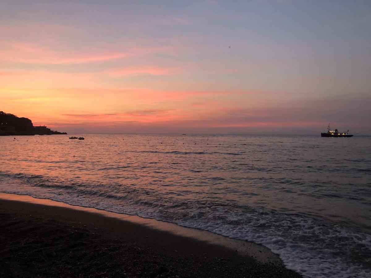 Un tramonto spettacolare... #sunset #sea #beach #sun #seiano #colors #red #romantic #love #Italy  - Ukustom