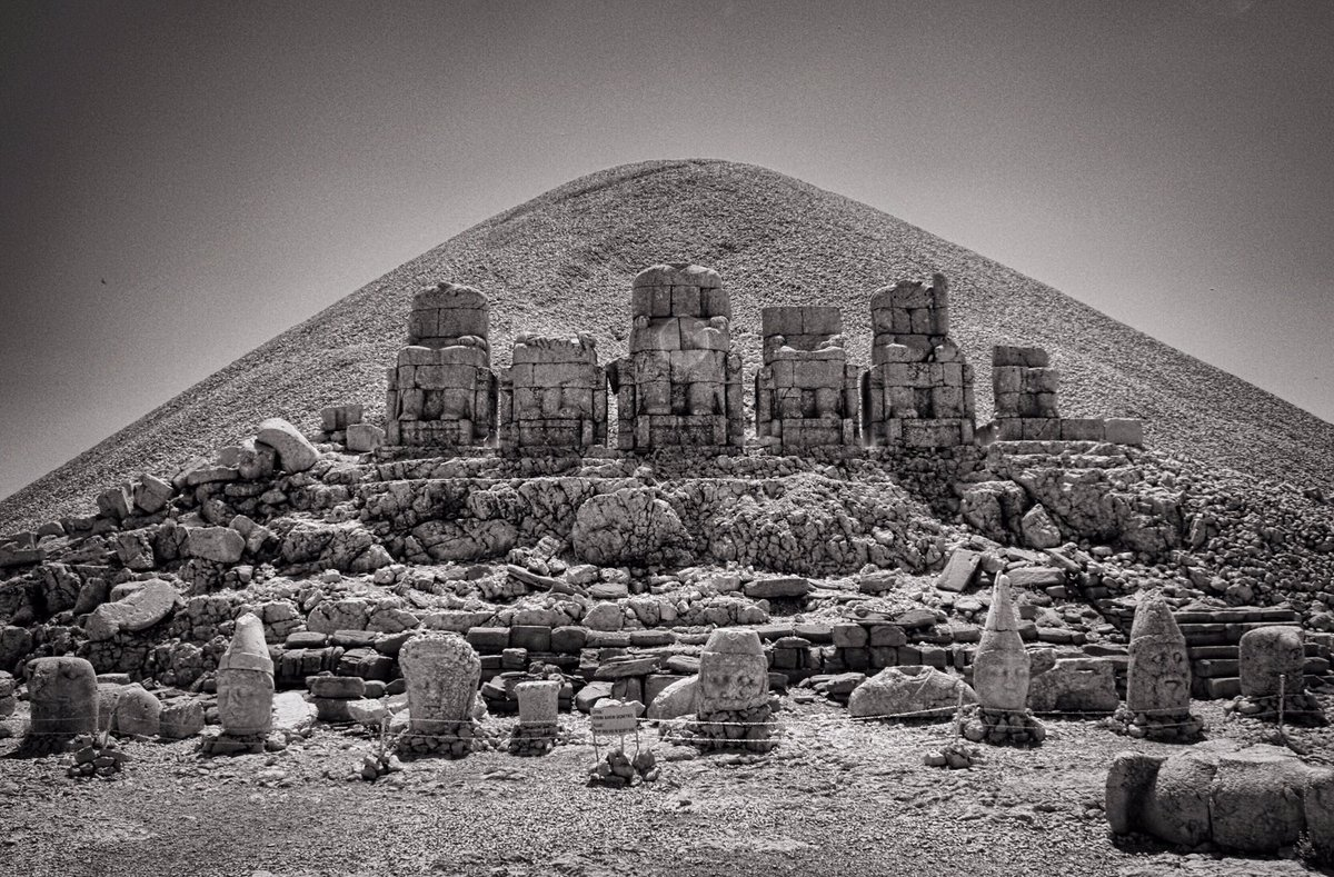 Reviewer Notes for 'The Sacred History of Being' (2015). http://shrineinthesea.blogspot.com/2018/04/reviewer-notes-for-sacred-history-of.html?spref=tw… #Philosophy #Theology #DivineCult #Religion #Abundance #Limit #Babylon #Assyria #AncientGreece #Plato #Pythagoraspic.twitter.com/AGzzXWuuB2