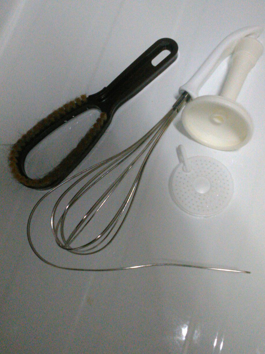 test ツイッターメディア - #ダイソー  どぉした!? 泡立て器… ゼリー混ぜてたら… 抜けた… 水道シャワー… 捻ったら… 抜けた… 毛玉取りブラシ… 全く…取れない為… 猫の毛玉取りブラシに…  どうした!? #DAISO …  Λ Λ    。゜ (='ω')゜  (^ ^)ノ    '  ' https://t.co/mbcD2tup36