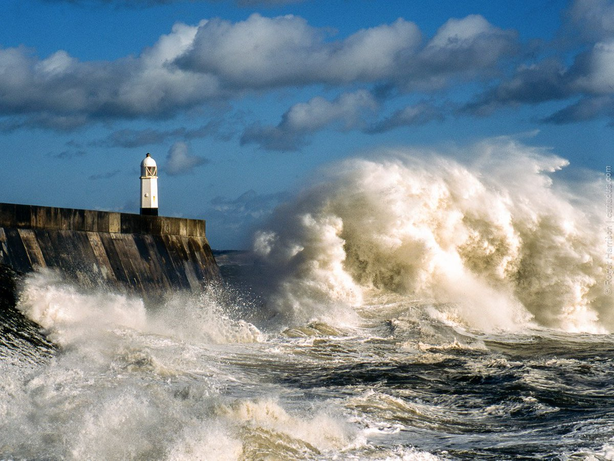 lighthouse porthcawl pier huge - HD1200×900