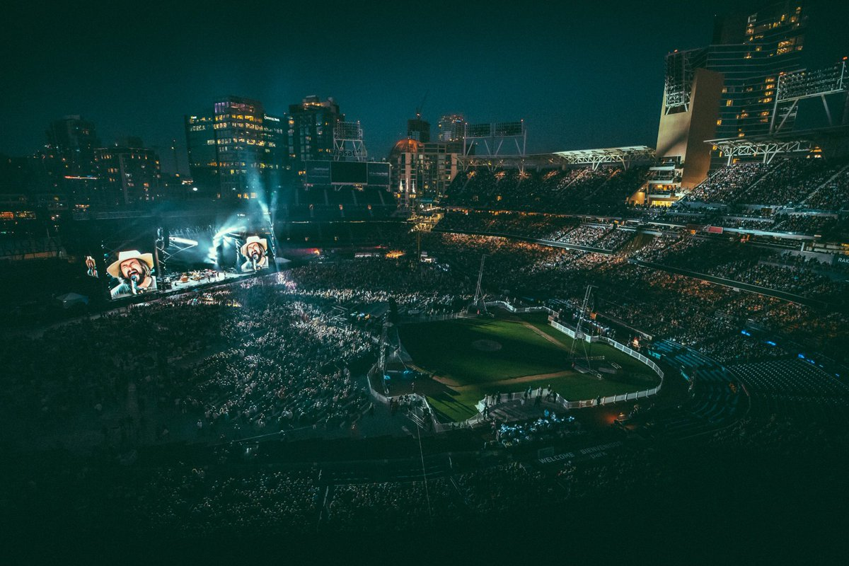 Perfect Saturday night in San Diego with the legendary #Eagles and @TheDoobieBros! 📷 Andy Sapp | @southernreel ⚠️ More pics from last night on the ZBB mobile app 📲 smarturl.it/zacbrownbandAPP