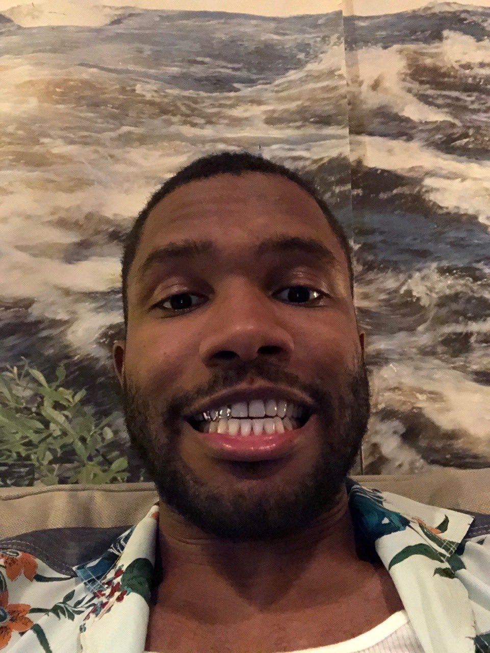 hello. may this rare frank ocean selfie bring you blessings into the forthcoming week and beyond https://t.co/ft0OoLtBUt