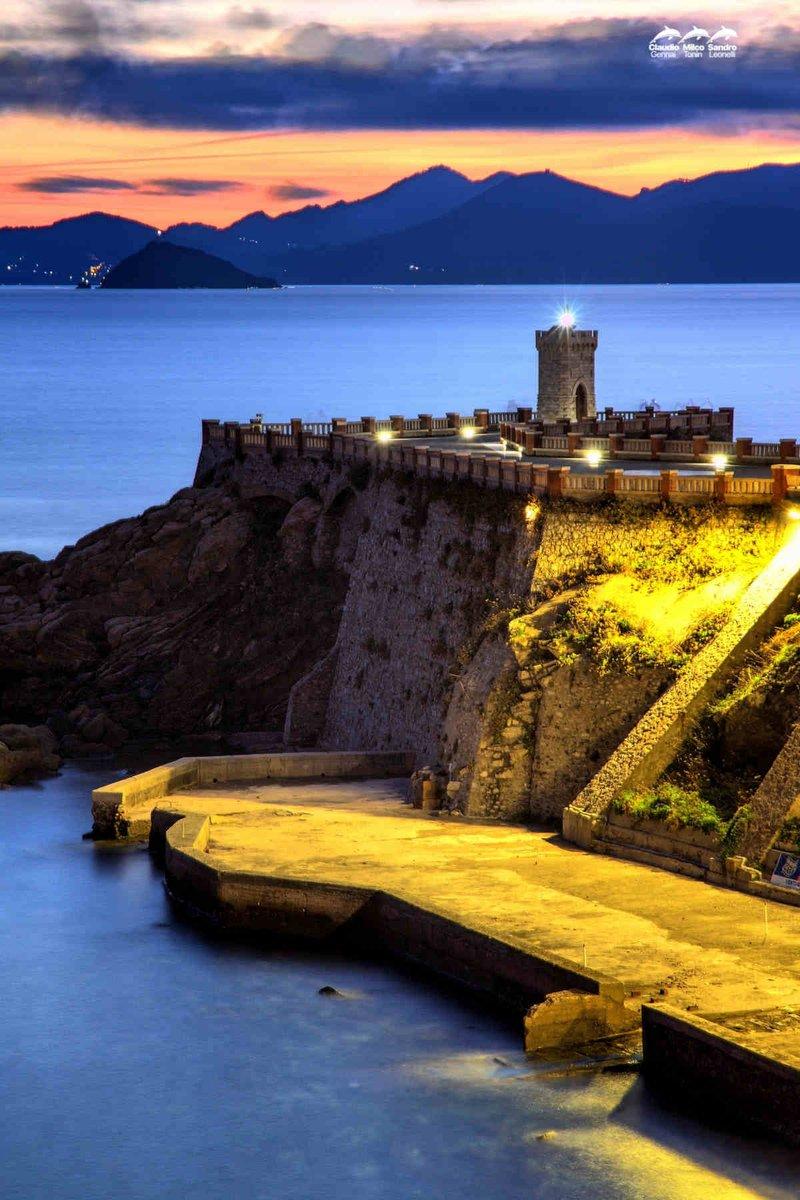 Piazza Bovio a Piombino...può essere considerata la più bella piazza sul mare ??  http:// www.artistidelmare.it/fotografia-artistica-di-leone…/  #mare #sea #art #passion #arte #Artlovers #fotografia  - Ukustom