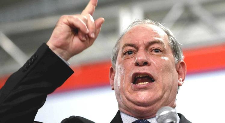 Ciro ataca Bolsonaro e diz que deputado vai cobrar mais impostos dos mais pobres >>