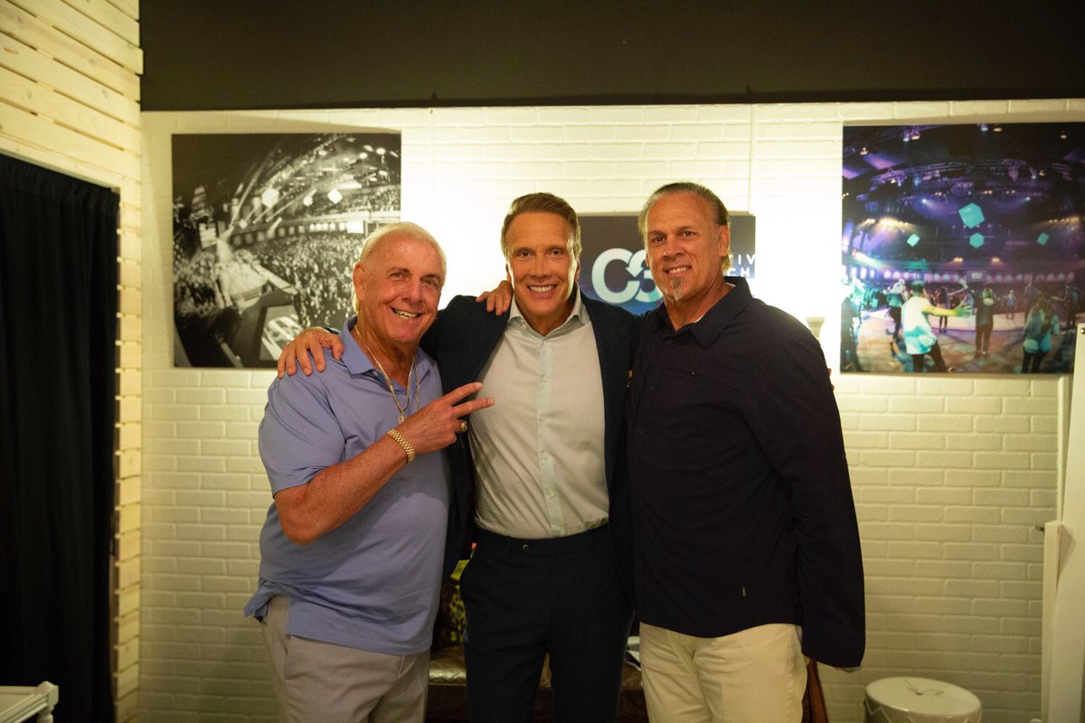 A Great Morning At Fellowship Church With @EdYoung And @Sting!<br>http://pic.twitter.com/X58hImTIQ4
