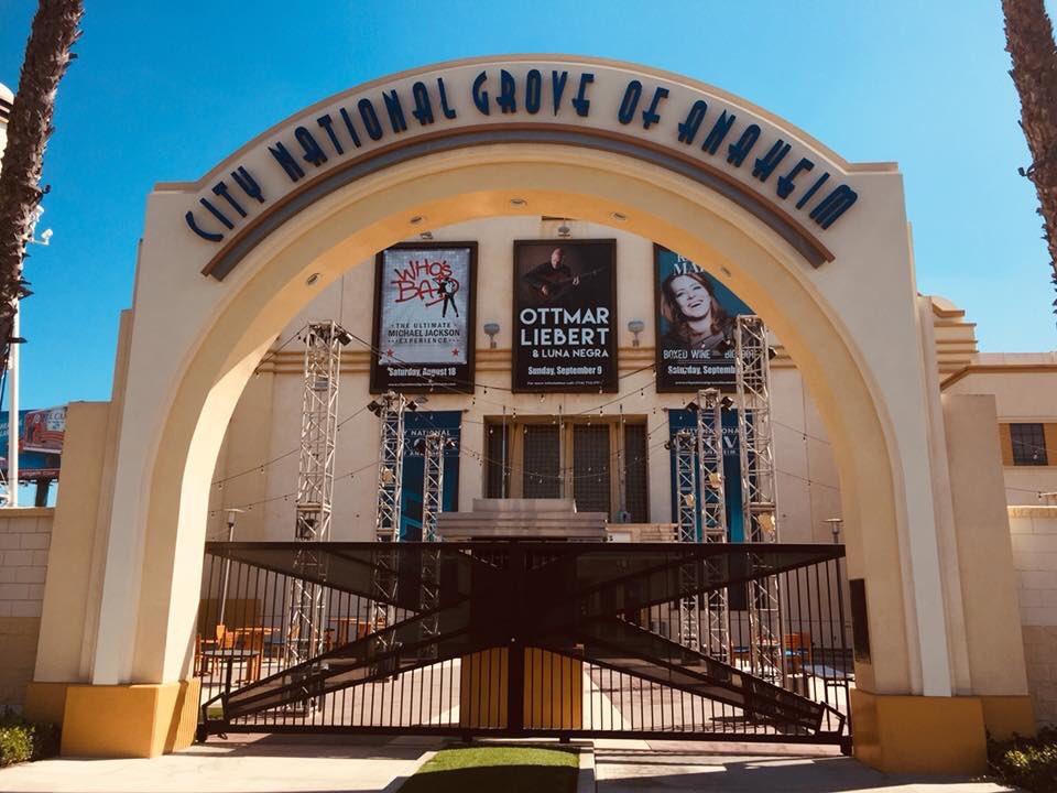 🇺🇸 Hello sunny Anaheim! #amorphis #queenoftimetour #darktranquillity #moonspell #omniumgatherum @groveofanaheim https://t.co/UdRo8wA5vG