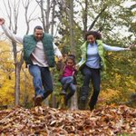 Happy first day of #Fall 🍂🍂 Check out these amazing #activities to try this season: https://t.co/bfC8OQ5WkB #Family #Fun #HelloFall