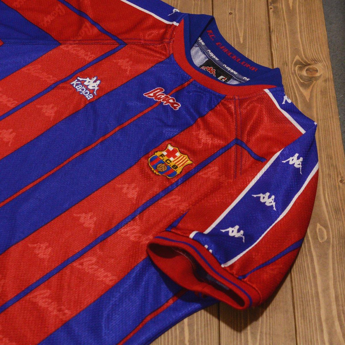 super popular 7a9b8 067ef Classic Football Shirts on Twitter: