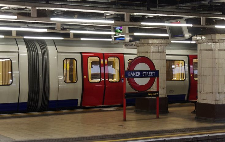 Just Pinned to Posti a Londra London squirrel #London #thisislondon: Baker Street a Londra; un'occhiata a questa strada famosa https://t.co/HMSopO5diw