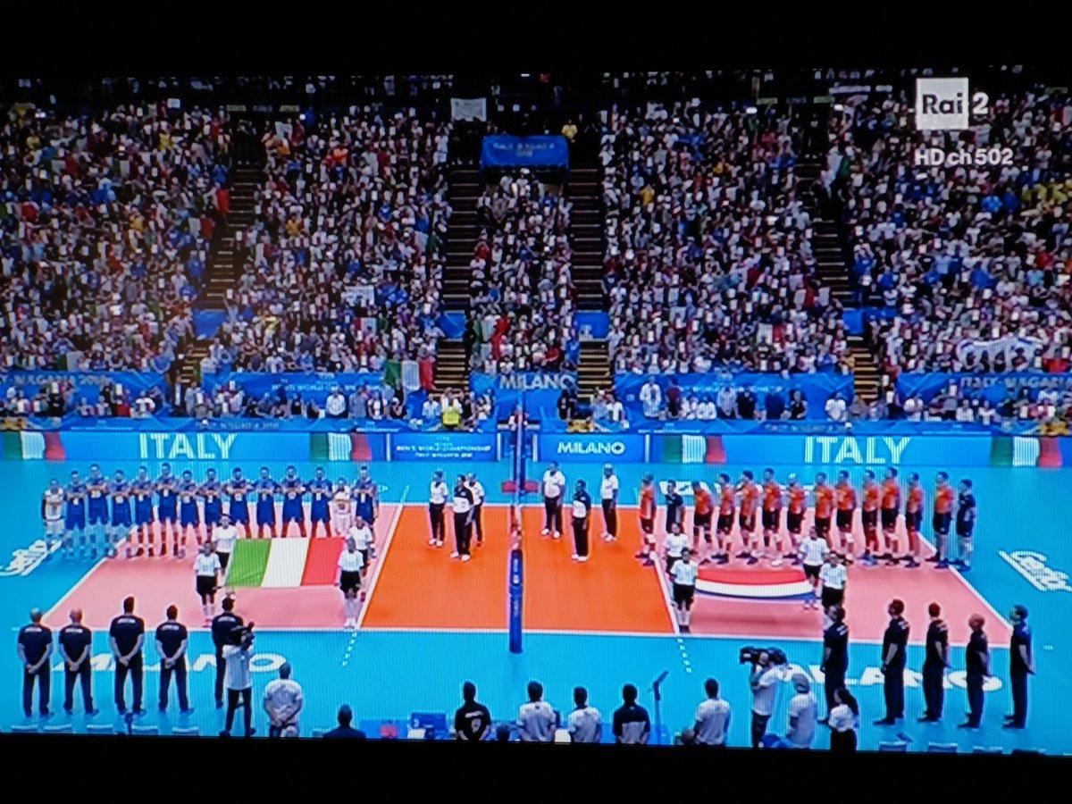 #ItaliaOlandaQuesta sera una importante sfida per gli #Azzurri! Il grande #Volley é a #Milano #VolleyMondiali18  - Ukustom