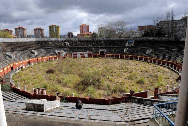 No os quiero enamorar pero así está la plaza de toros de Oviedo.