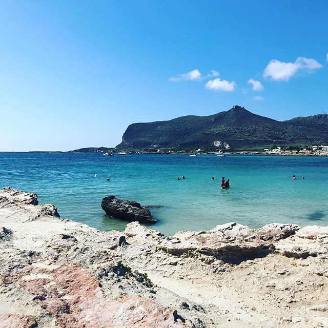 Endless summer (ah già, ora siamo in autumn) ~~~~~~~~~#Favignana #lido #Burrone #Egadi #Sicilia #sempreinviaggio #beach #spiaggia #sea #seaside #mare #friends #buonadomenica #buonweekend #sun #sole #chilling #relax #bathing #onde #waves #sky #isola https://ift.tt/2I8oZwK  - Ukustom