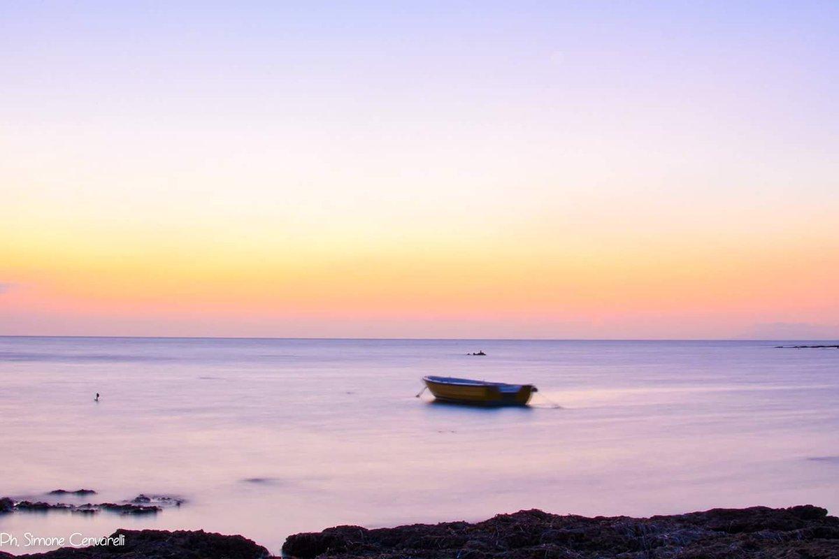 Tutte quelle romanticherie, i tramonti, il mare, sono sempre lì, sono io che spesso manco (Vinicio Capossela)#beautiful #blue #cloud #clouds #est #horizon #ic_water #ignaturale #irox_water #natur #nature #ocean #oceano #onda #ripple #ripples #sea #seascape #seascapes #seaside  - Ukustom
