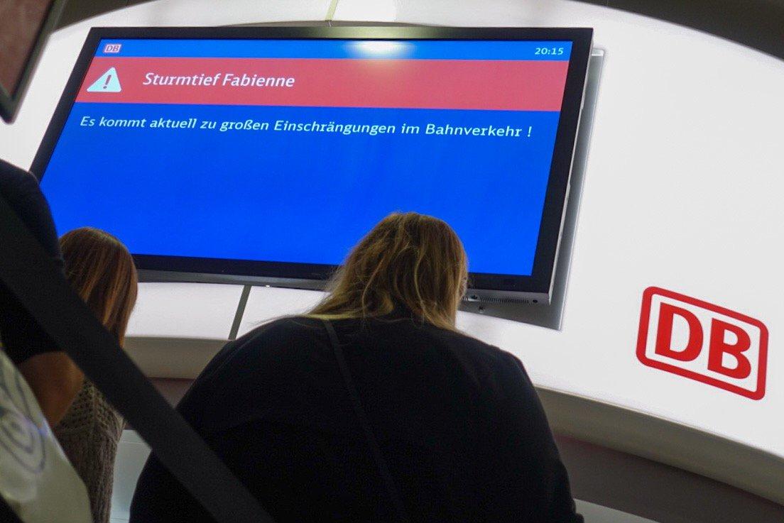 """In Franken kam es heute zu großen """"Einschrängungen"""". 😃 #Fabienne (Foto: DPA)"""