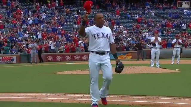 In possibly his last home game, Adrián Beltré gets a standing ovation from the @Rangers faithful.