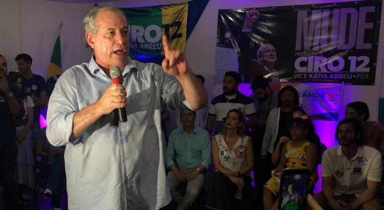 No Recife, Ciro chama Bolsonaro de 'ovo da serpente do nazifacismo'