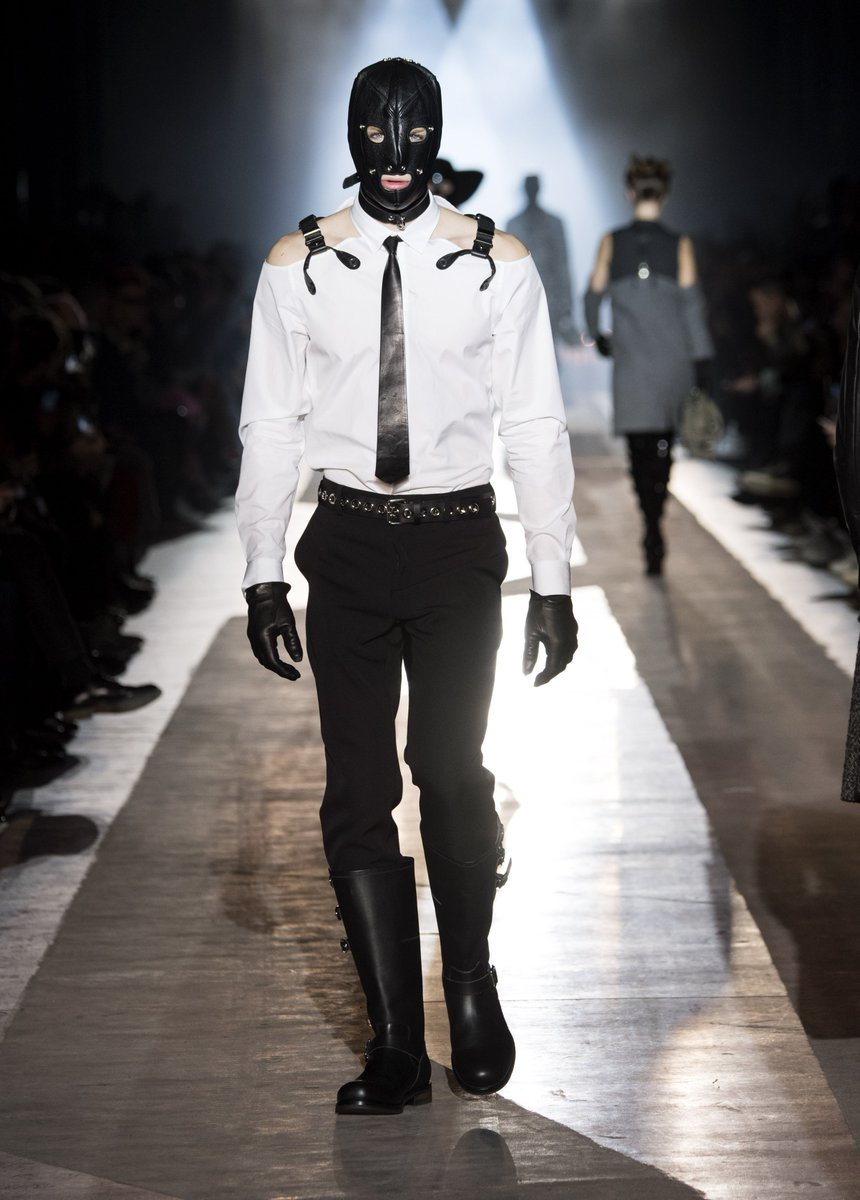 79386933a6b Moschino Menswear Collection - Discover all the looks of the Fall Winter   18 fashion show