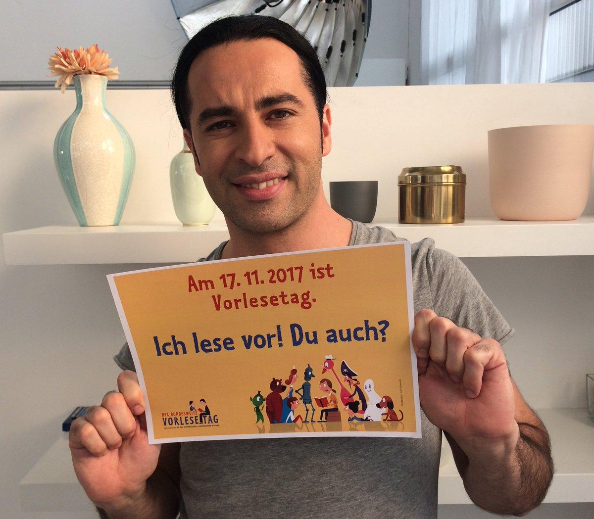 Wir müssen es schon mal loswerden: Für sein Engagement zeichnen wir mit der @CoBaStiftung unseren Lesebotschafter @buelent_ceylan im November mit dem Deutschen Lesepreis aus. https://t.co/iopJwGT3kA https://t.co/NSzGCzVslL