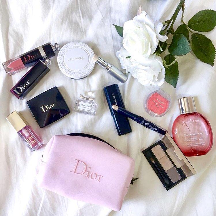test ツイッターメディア - #持ち歩きコスメ 紹介??#17 みかさん *美容系ライター,インフルエンサー  [アイシャドウ]#Dior  #ETUDEHOUSE [ハイライト]#RMK [パウダー]#セザンヌ [チーク]#Canmake [口紅]#Dior,#クラランス [ミスト]#クラランス [アイブロウ]#ダイソー [フレグランス]#Missdior https://t.co/0ZSe4LACoD