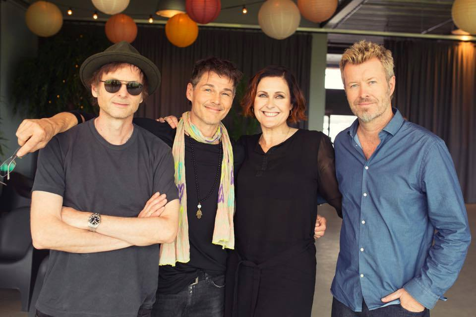 This time last year, @aha_com released their Summer Solstice MTV Unplugged album which features the stunning duet Summer Moved On with @AlisonMoyet If youve not heard it, catch it on Spotify: open.spotify.com/track/1YMb51c8…
