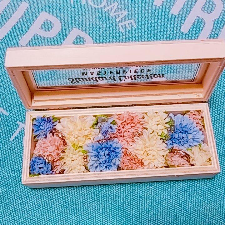 test ツイッターメディア - どこかでウッドケースにお花飾ってるのを見てかわいいと思ったので、キャンドゥの木製ディスプレイケースと造花でリングケース作ってみた!#キャンドゥ #100均 https://t.co/IleyfSDpNi