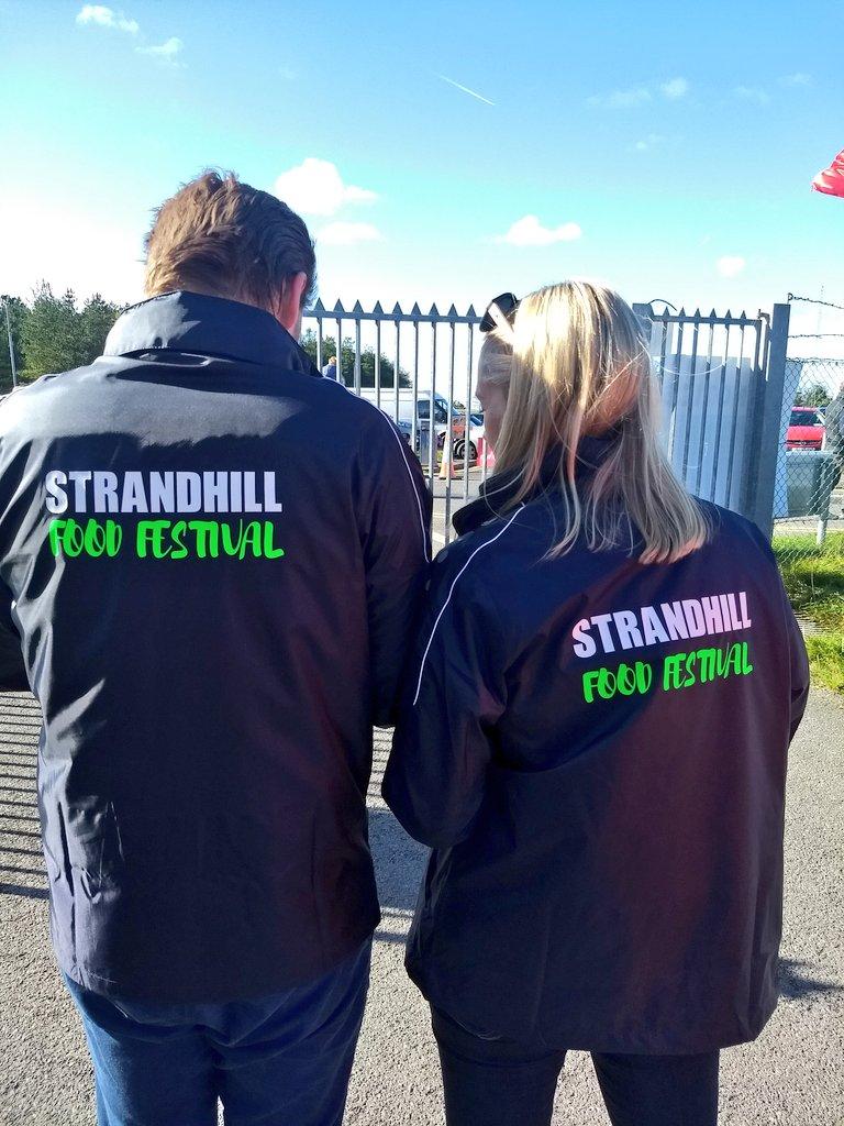 It's only the start of the Strandhill Food Festival but already a huge success, @derryclarke cooking up a storm earlier...well done @almulrooney and all the crew @StrandhillSPM @SligoFoodTrail @wildatlanticway #MySligo  #StrandhillFoodFest #LoveSligo<br>http://pic.twitter.com/X8Y5BjiboC