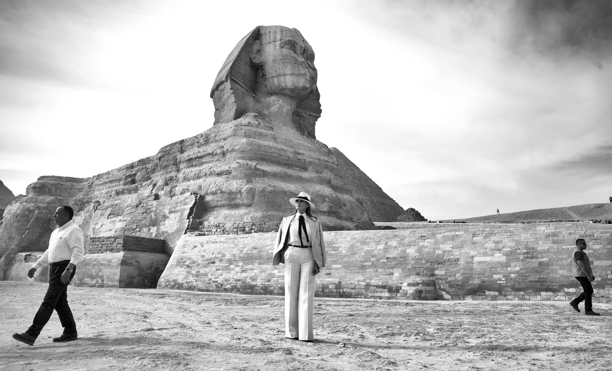 .@FLOTUS looks at the sites during a tour of the Sphinx and Pyramids in Cairo, Egypt.#FLOTUSinAfrica2018