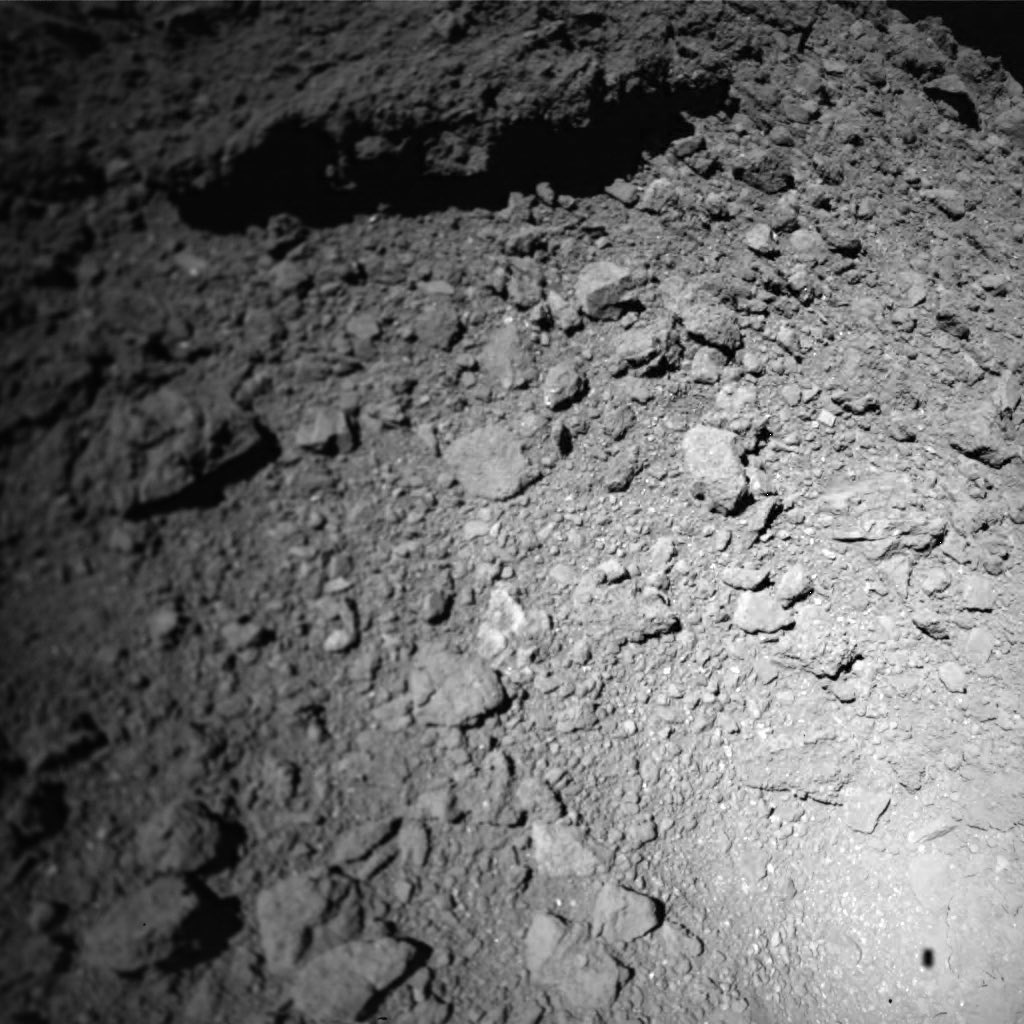 Japanese micro-rovers passed the first photos of the asteroid Ryugu 84
