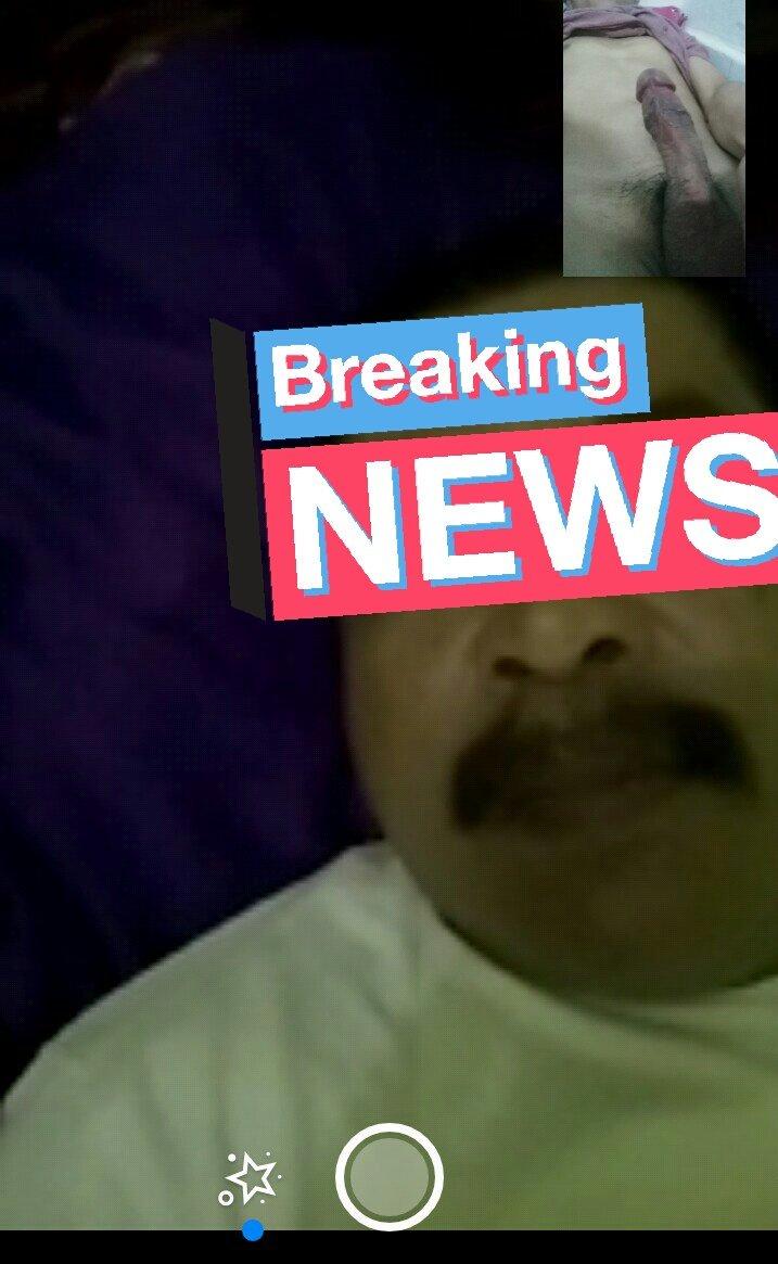 Suka banget sama bapak ini, Ganteng berwibawa, selain itu orangnya gk sombong, Sayangnya kita berjauhan y pak Antara Pulau jawa-Medan sumatra.