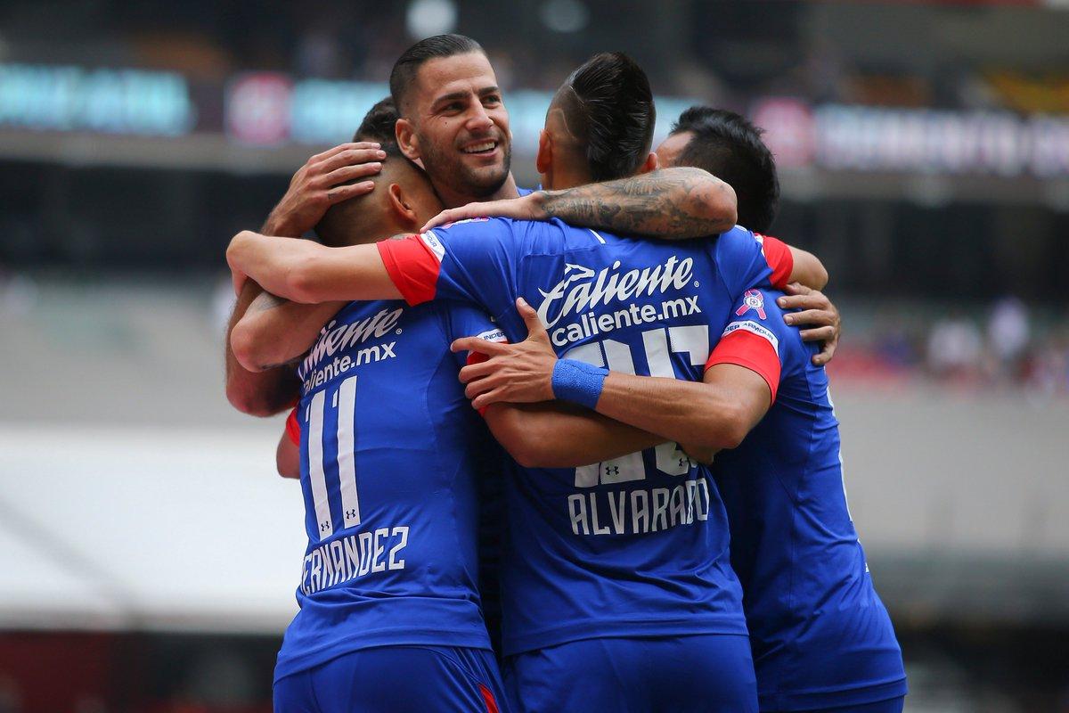 Elías Hernández, Roberto Alvarado, Edgar Méndez y Rafael Baca festejan el gol celeste