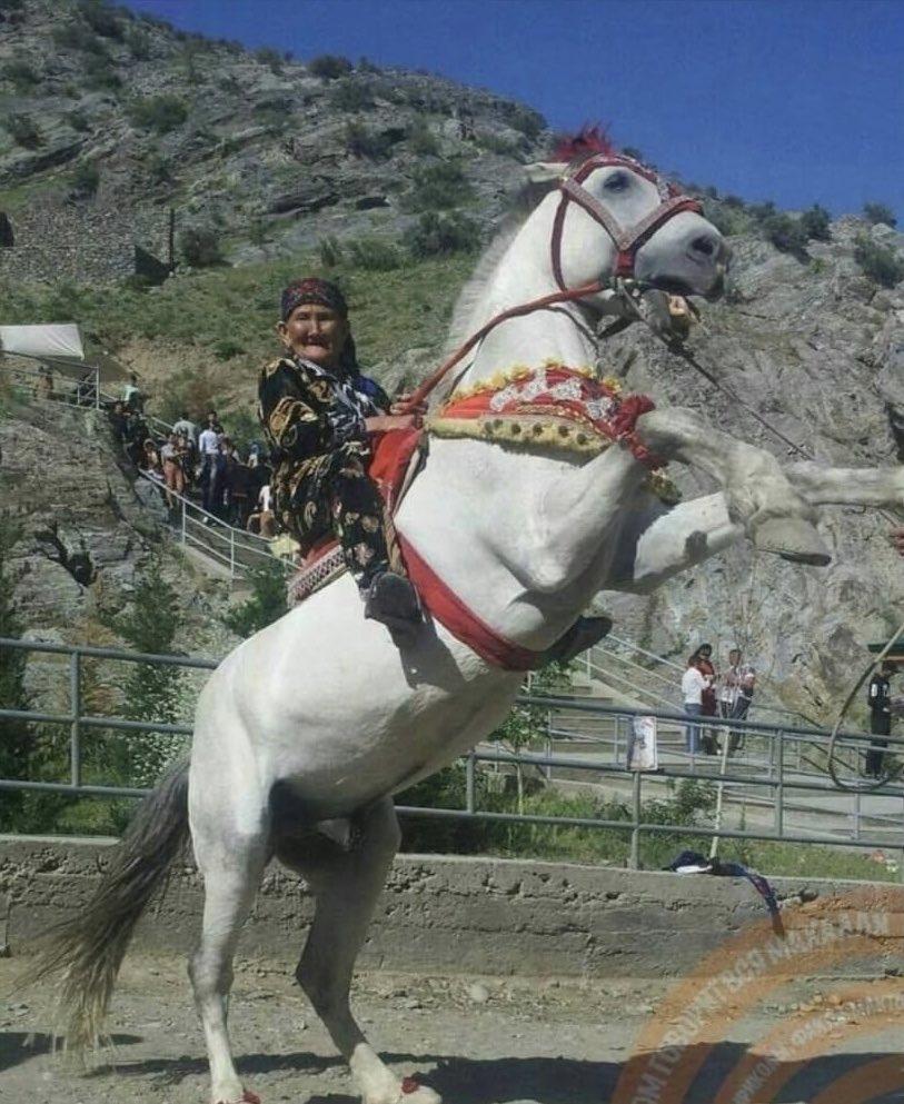 Türk Kadının Geninde Var Cesaset Yiğitlik 70 şinde Atı