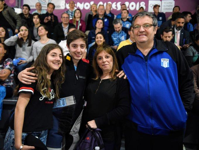 #TiroDeportivo Facundo Firmapaz, acompañado por toda su familia, se ubicó 12° en Rifle de aire 10m: Photo