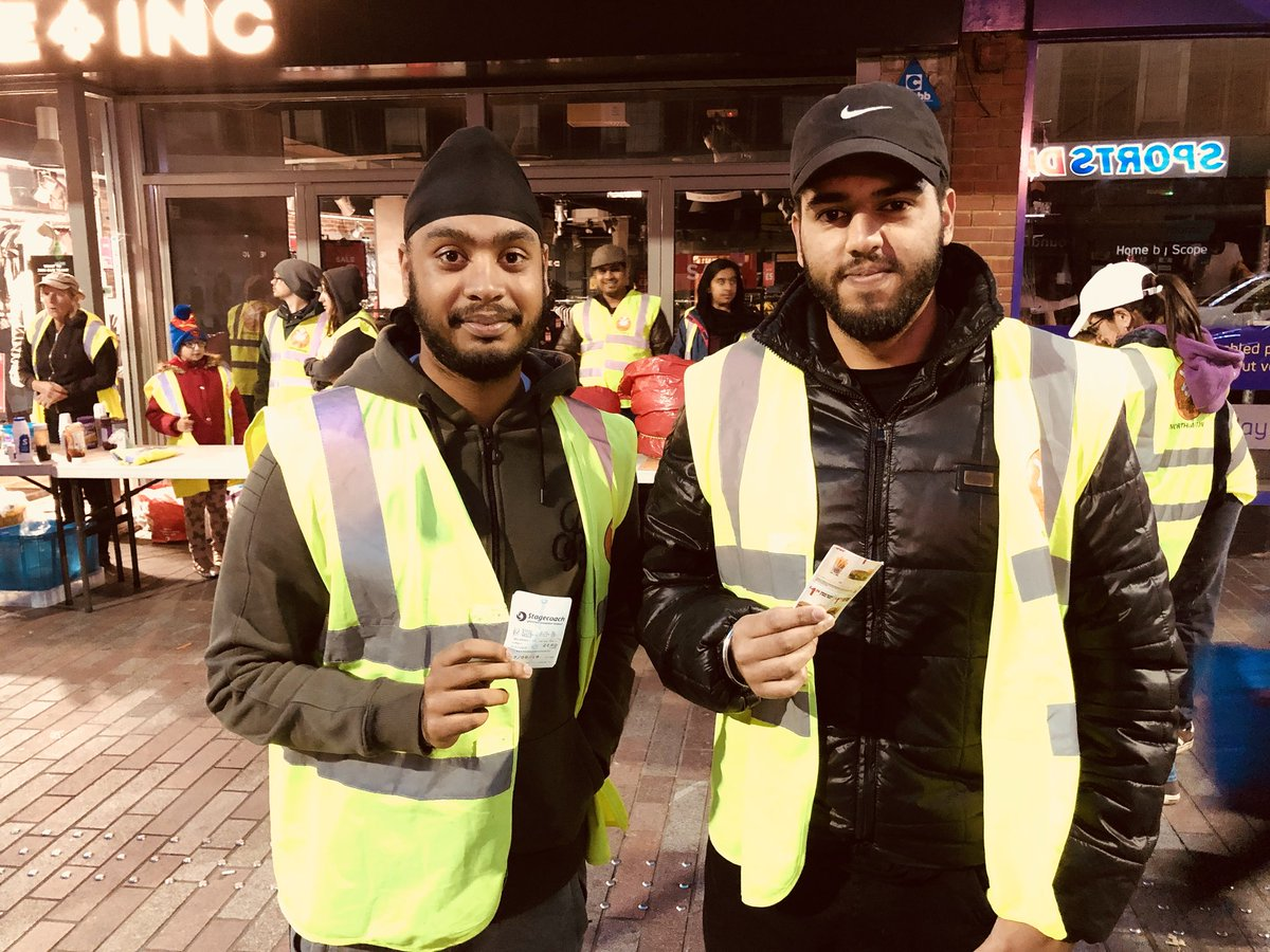 #langarweek  Langar is the Sikh concept of providing free food to anyone, regardless of faith or background.   In #Northampton a free hot vegetarian meal is served every Sunday between 6pm-7pm on Abington Street.   @MidlandLangar @SikhPA @Tell_StreetLink @NorPolPrevent