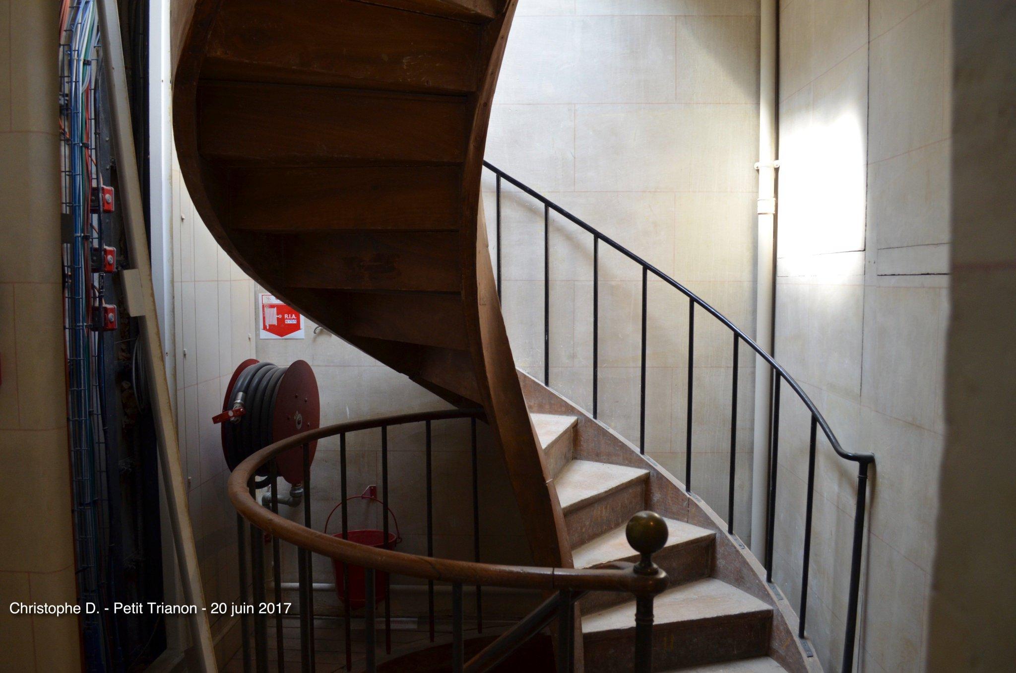 """Résultat de recherche d'images pour """"escalier circulaire de service petit trianon"""""""