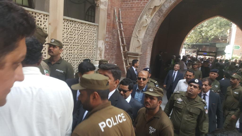 Unfortunate that most TV channels blacking out the coverage of treason case against journalist Cyril @cyalm at Lahore High Court. Editor Dawn newspaper Zafar @abbasz55 is also present there. Former premiers Nawaz Sharif& S Khaqan Abbasi also accused in the case.