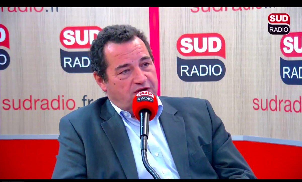 « Je n'aime décidément pas ce chef de l'Etat qui, à chaque fois qu'il est à l'étranger, met une charge à son pays et au peuple français. C'est à se demander s'il aime le pays qu'il préside. » #SudRadioMatin @sudradio @PatrickRogerE1@cecile2menibus