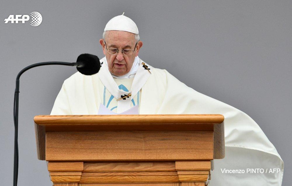 'J'invite tous les catholiques chinois à se faire artisans de réconciliation', lance le pape François, après un accord historique avec Pékin, dont il reconnaît qu'il pourrait apporter 'beaucoup de confusion' https://t.co/4mz0kJYyaf #AFP