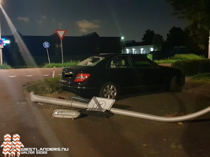 Automobilist op de vlucht na aanrijding https://t.co/38hp3bw5vy https://t.co/RGSTzWuLej