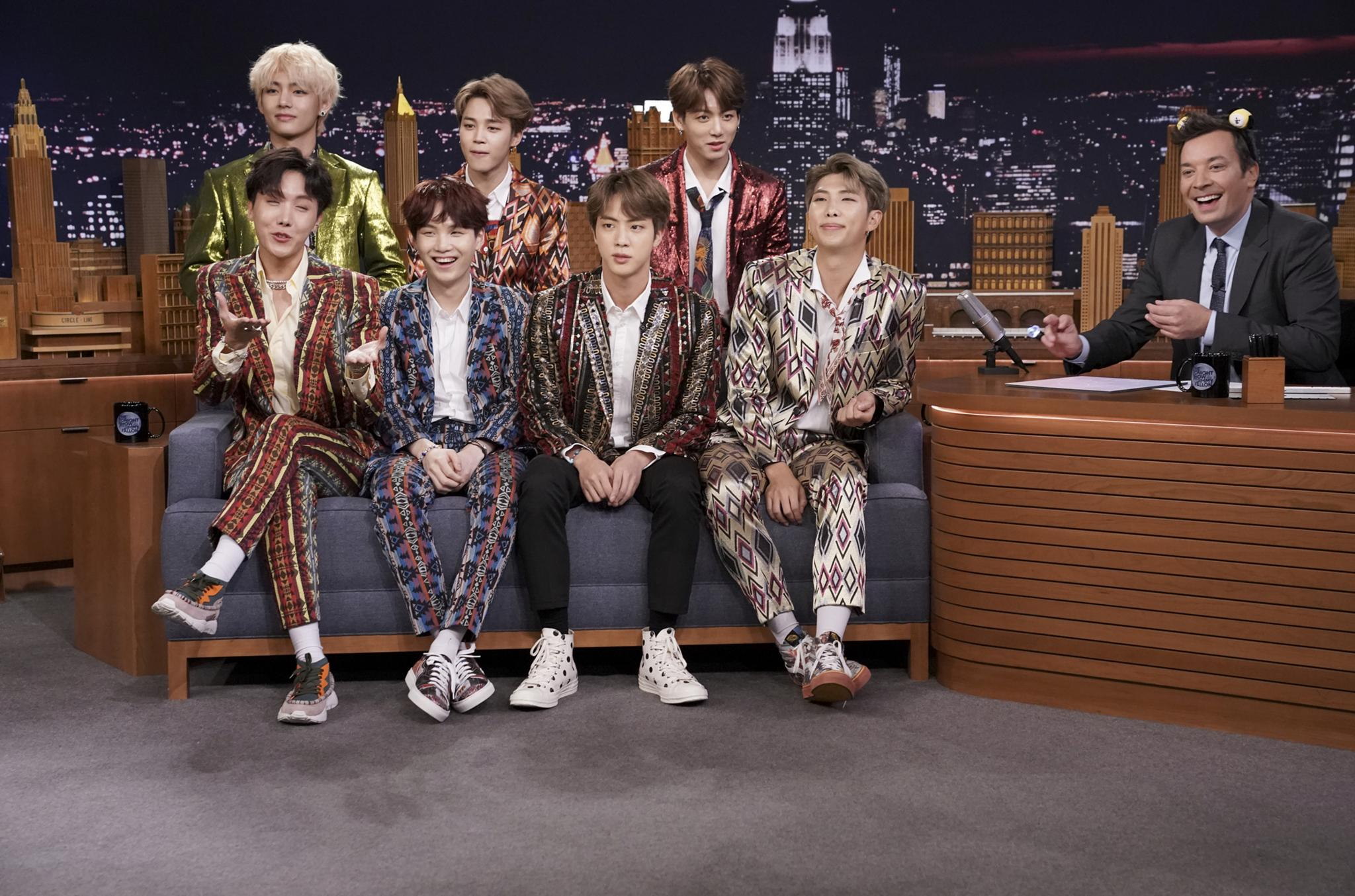 BTS lit up @FallonTonight... and Twitter loved it https://t.co/554mUw8yP2 https://t.co/POC1ivbYWV