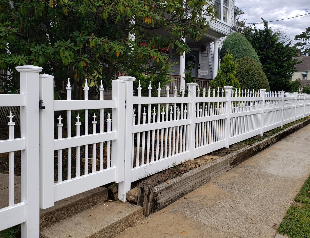 48 Starlite Vinyl Fence And Gate With 1 X Pickets We Manufactured Installed In Lynbrook Ny Fences Fencing Gates Pvc Manufacturing