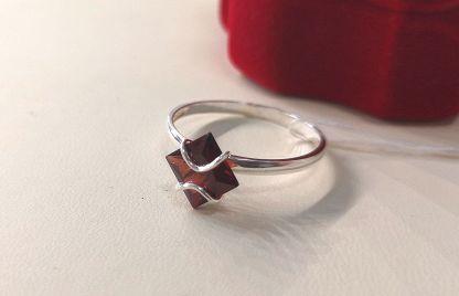Кольцо из серебра с фианитами Арт.