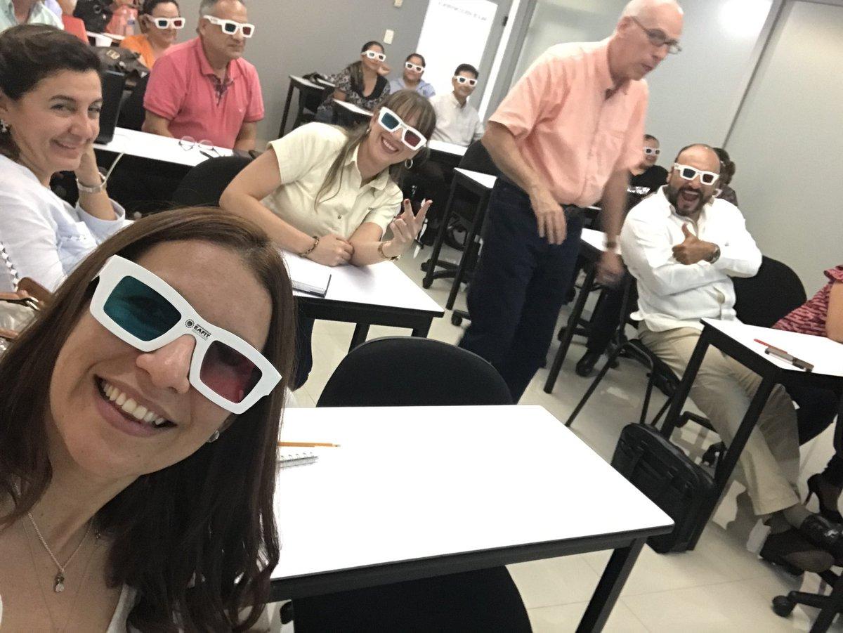 Comprometidos con la internacionalización de la @UJAT, el profesor Jorge Mesa de la Universidad @EAFIT de Colombia, comparte con estudiantes y docentes de la UJAT temas de emprendimiento e innovación #60Aniversario #GenUJAT