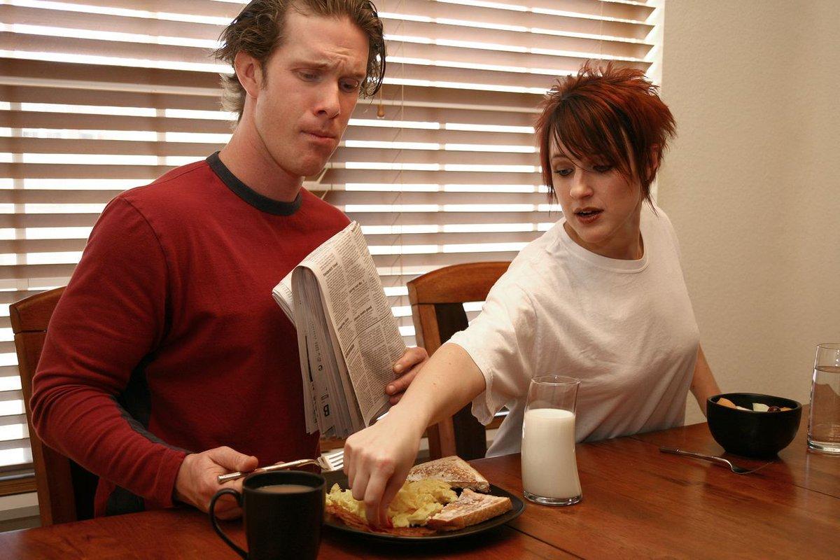 Una chica lleva diez años alimentándose exclusivamente de lo que prueba del plato de su novio https://t.co/xcJvceDF79