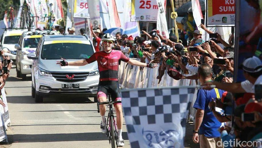 Pebalap Australia Culey Juara Etape Pertama Tour de Banyuwangi Ijen https://t.co/aZf20jpqkU via @detiksport https://t.co/Shm8cptpCi