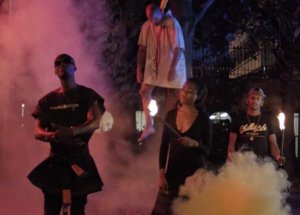 """""""Pendez les Blancs"""" : quand un rappeur raciste met à mort un Blanc dans un clip insoutenable #haine #youtube #nickconrad >> https://t.co/QsEuWqJljf"""