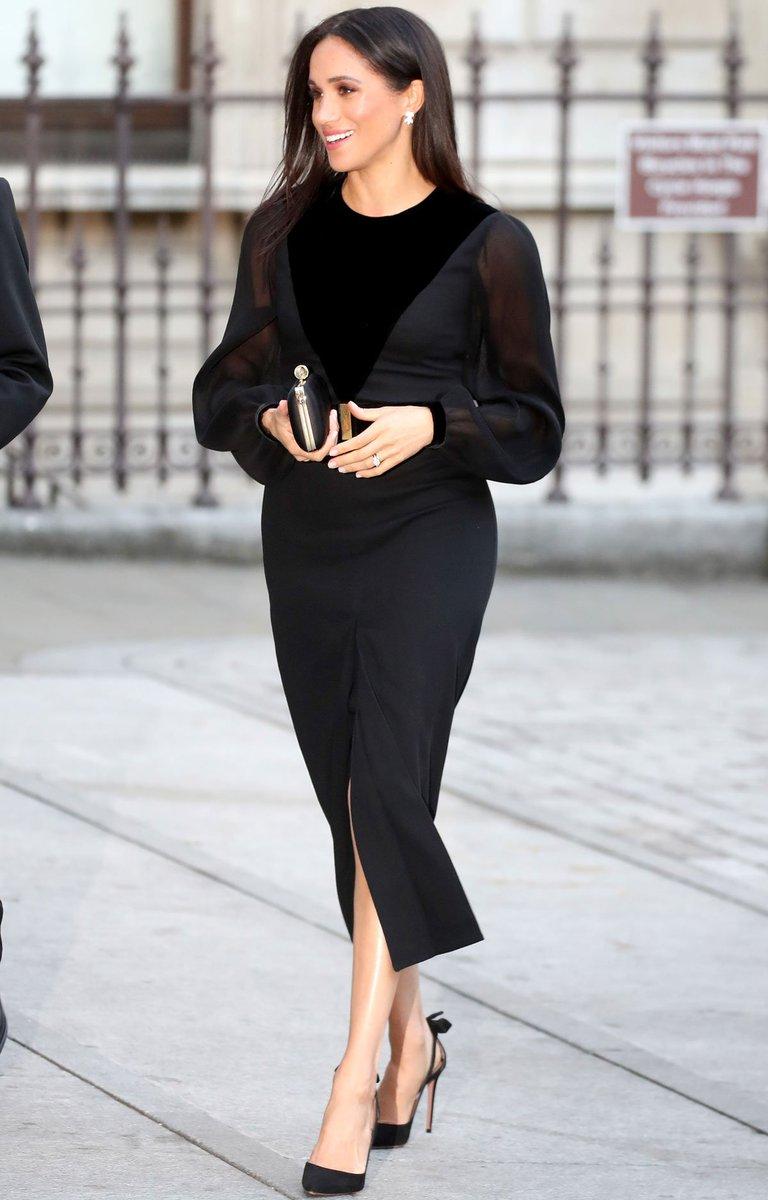 93e98e562f6 Meghan Markle adopte pour la première fois une petite robe noire Givenchy  --  https. Partager + Info · Madamefigaro