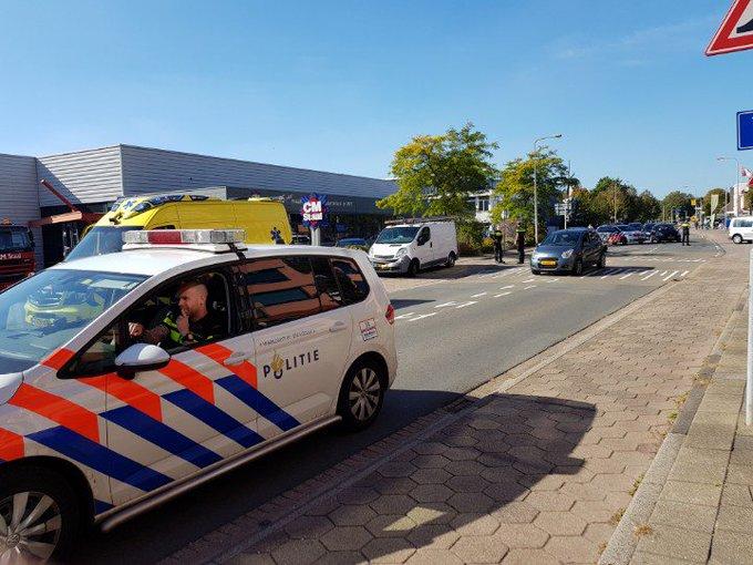 Wateringen Aanrijding letsel aan de Dorpskade 2 voertuigen. Dorpskade tijdelijk afgesloten voor al het verkeer. https://t.co/tzTdD8ruGc